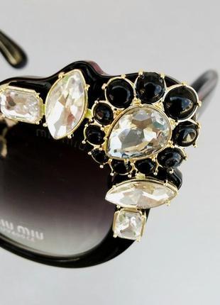 Miu miu очки женские солнцезащитные стильные эффектные с камнями черные9 фото