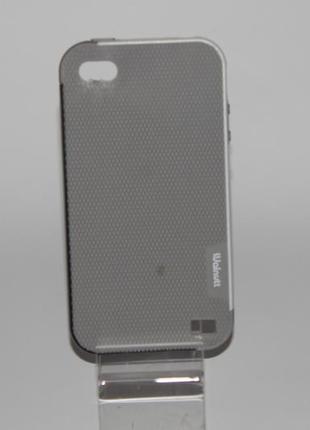 Чехол для  iphone  4\ 4s есть небольшое пятнышко