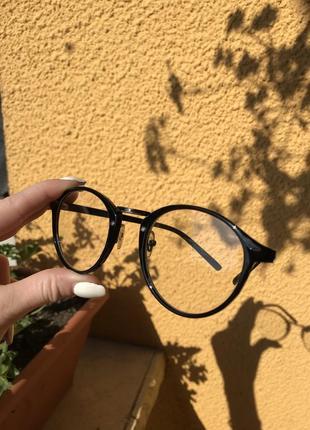 Очки с прозрачным склом