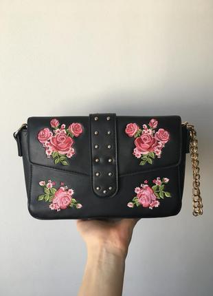 Чёрная сумка с цветочками new yorker на цепях