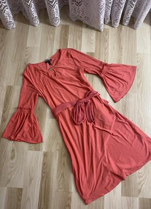 Красива сукня міді з поясом
