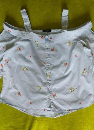 Блузка з відкритими плечами та вишивкою