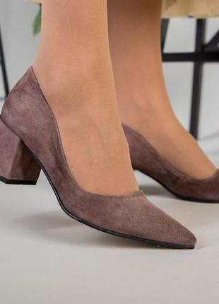Туфли женские замшевые цвет латте с обтянутым каблуком 💥