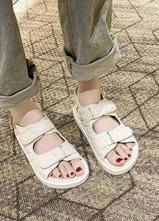 Бежевые новые женские папины сандалии в стиле шанель сандали