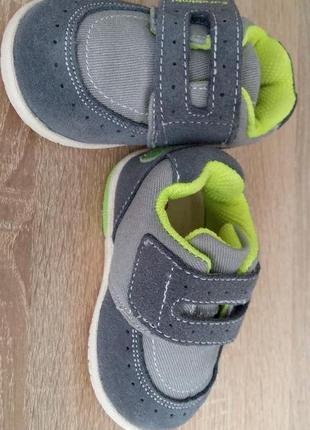 Детские кросовки.новые.размер 118