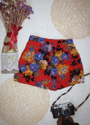 Шорты в цветы. легенькие шорты на пляж