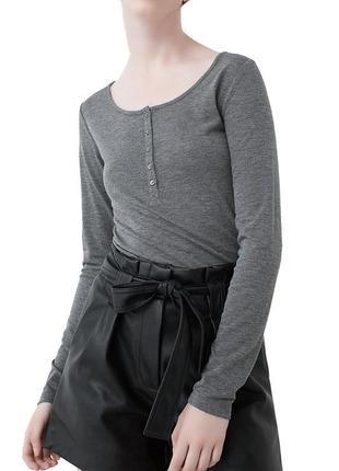 Новая блуза кофточка лонгслив с пуговичками на лифе mango