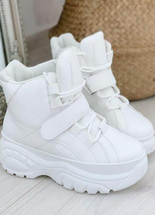 Спортивные ботиночки белые
