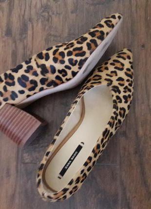 Лодочки тигровые кожа кожаные мех пони на низком каблуке зара