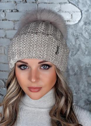 Шикарная. элегантная  шапка монако с великолепным пушистым бубоном песец