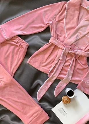 Красивый велюровый плюшевый костюм с брюками