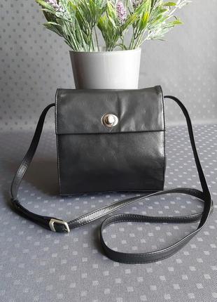 Кожаная красивая чёрная сумка кроссбоди фирмы marc picard