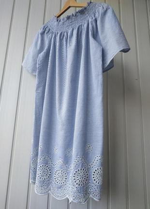 Хлопковое платье с вышивкой и спущенными плечами