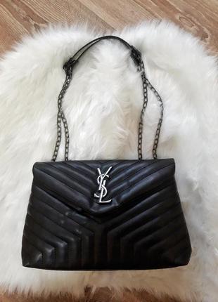 Трендовая сумочка на ремешке