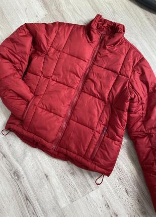 Красная курточка,пуховик