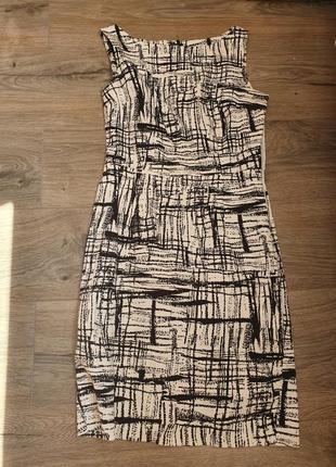 Платье в черно-белый принт