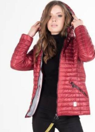 Демисезонная женская куртка с капюшоном, размер с.