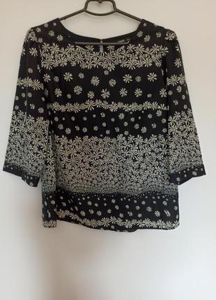 Блуза чорна у квітковий принт