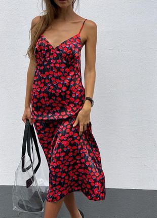 Красное длинное шёлковое платье комбинация на бретельках
