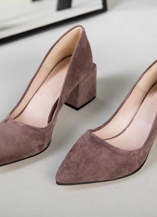Замшевые туфли квадратный каблук