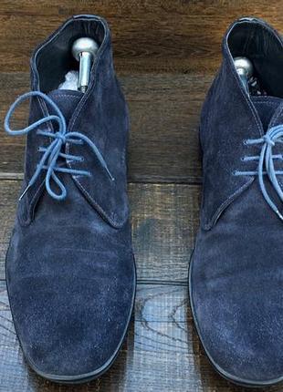 Prada. замшевые мужские ботинки чукка. оригинал италия. туфли