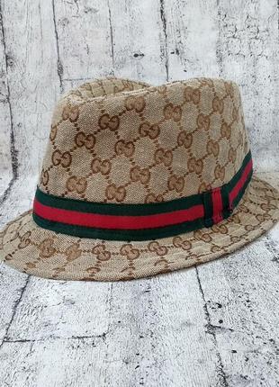 Стильная шляпа на лето с монограммой gucci