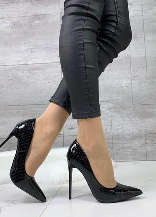 Новые женские чёрные лаковые  туфли лодочки на шпильке