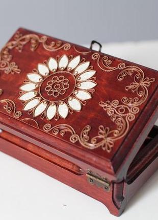 Красивая деревянная шкатулка (купюрница)
