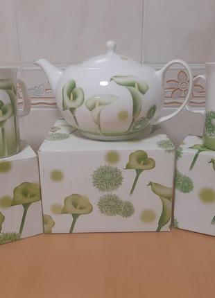 Чайный набор (заварочный чайник и две чашки)