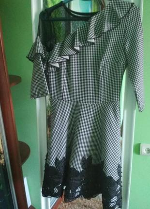 Сукня у клітинку