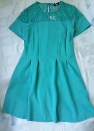 Красивое платье с кружевом
