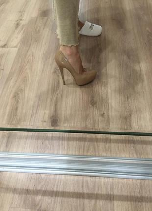 Потрясающей красоты туфли casadei