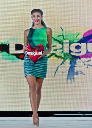 Натуральное зеленое\разноцветное летнее платье дорогого бренда desigual к088