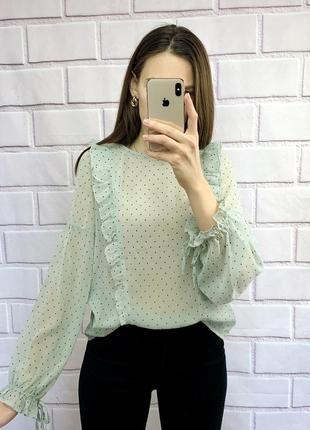 Красива ніжна блуза в дрібний горох