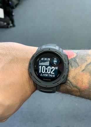 Garmin instinct часы спортивные