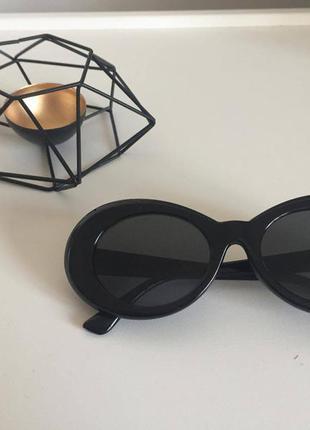 Трендовые солнзещитные очки