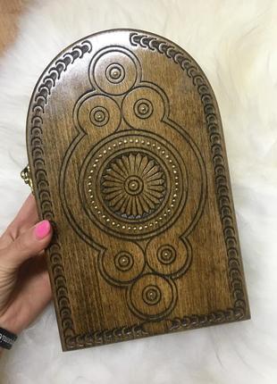 Деревянная ключница ручной работы