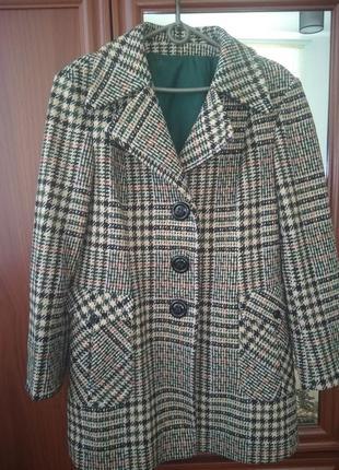 Стильное пальто в клетку