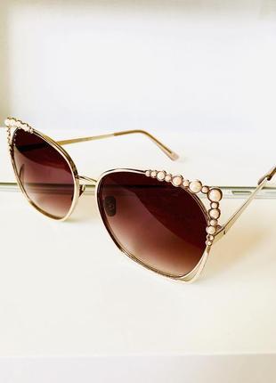 Элегантные солнцезащитные очки с жемчугом