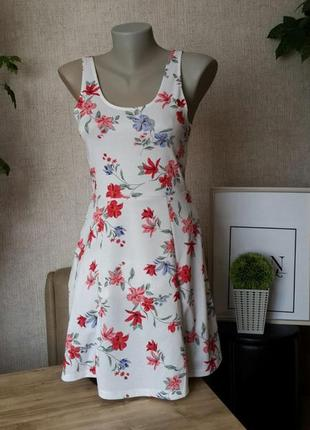 Брендове плаття в квітковий прінт h&m