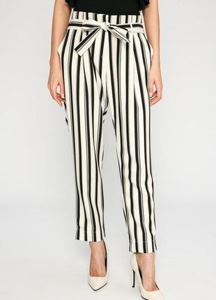 Как новые! актуальные свободные укороченные брюки в черно-белую полоску