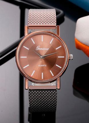 Часы наручные женские коричневые на силиконовом ремешке годинник