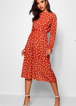 Легкое платье в принт и горошек
