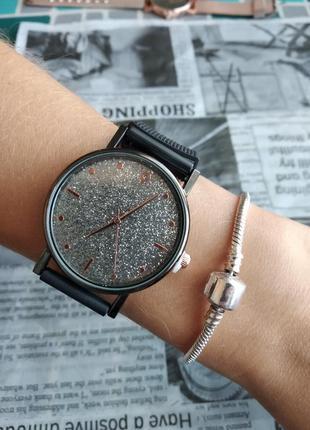 Часы наручные женские черные на силиконовом ремешке годинник