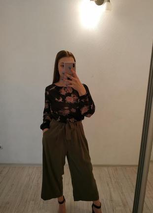 Блуза с вырезом сзади