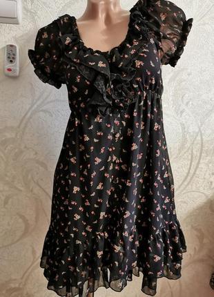 Шифоновой платье с воланами в мелкий цветочек