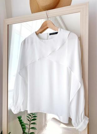 Блузка біла з розрізами на рукавах
