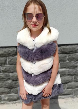 Шикарная подростковая жилетка с эко-меха.