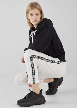 Стильные брюки джогеры с лампасами bershka