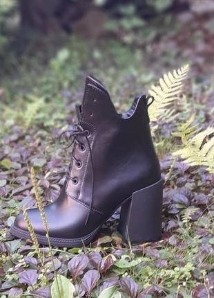 Ботинки женские на каблуке из натуральной кожи